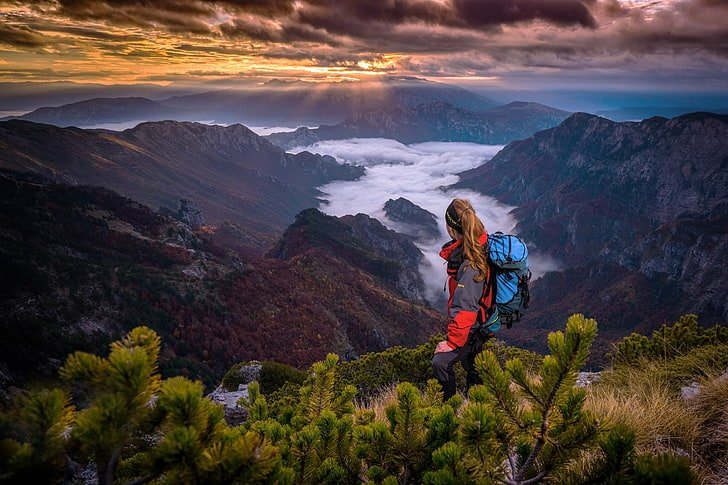 Enjoy More of Your Autumn Outdoors With These Best Hiking Thermos Models